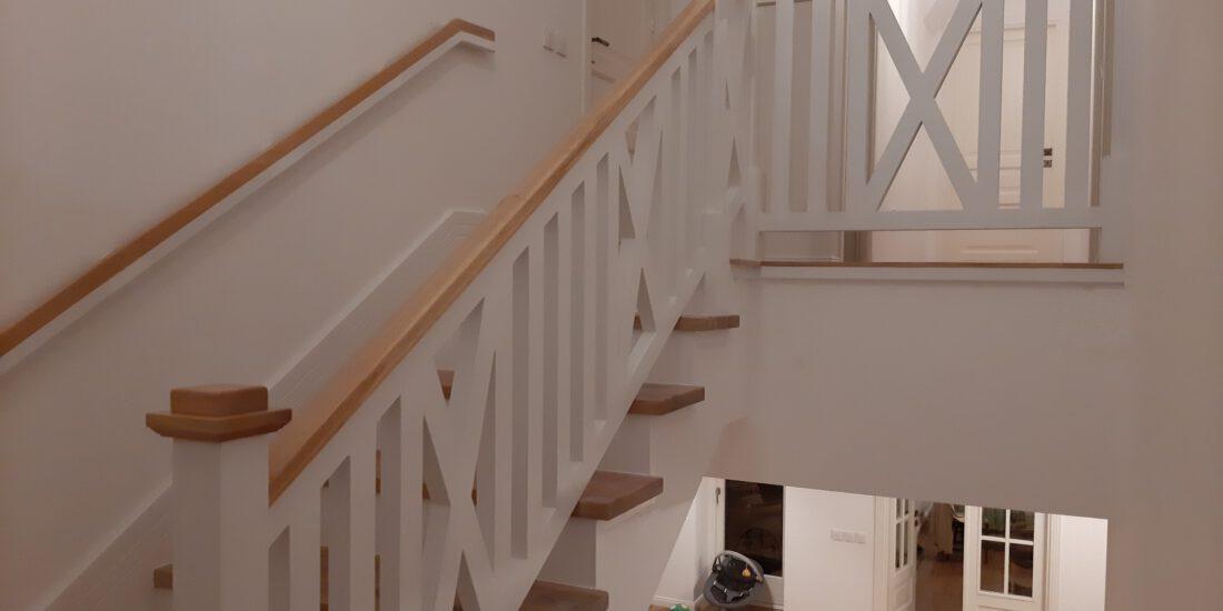 balustrada de interior din lemn masiv