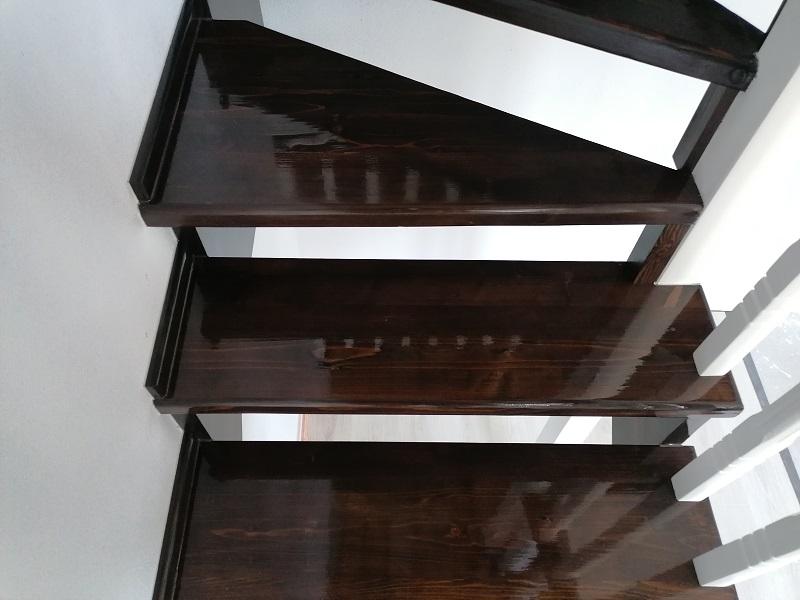scari pe vanguri – scari interioare-(1)